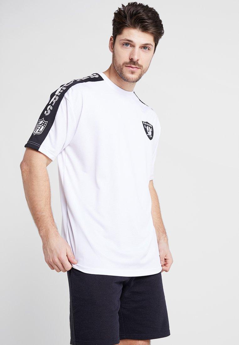 New Era - NFL OAKLAND RAIDERS OVERSIZED SHOULDER PRINT TEE - T-shirt med print - black