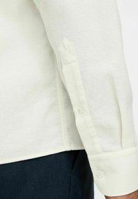 J.LINDEBERG - REGULAR FIT - Camicia elegante - cloud white - 4