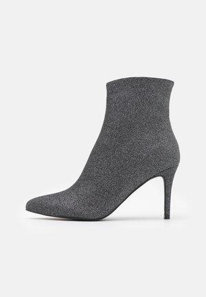 LOPEZ - Korte laarzen - black shimmer
