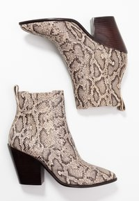 Loeffler Randall - KALI WESTERN BOOTIE - High heeled ankle boots - dune - 3