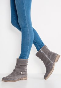 Pier One - Classic ankle boots - grey - 0