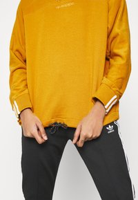 adidas Originals - SPORTS INSPIRED  - Sweatshirt - legacy gold