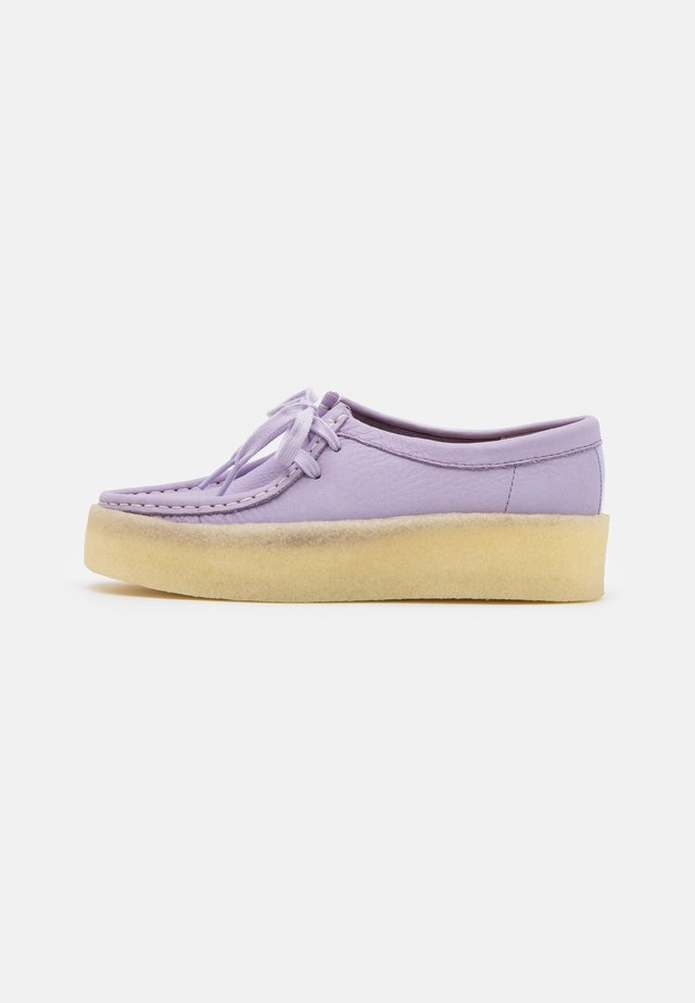 WALLABEE CUP - Stringate sportive - lilac