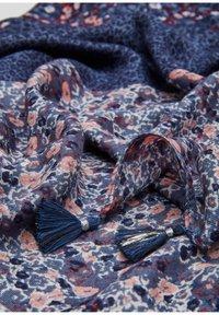 s.Oliver - MIT QUASTEN - Écharpe - dark blue aop - 5