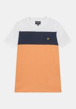 PANEL TEE - Print T-shirt - bright white
