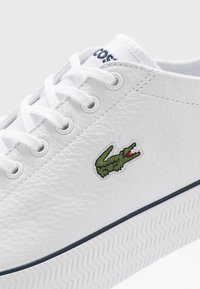 Lacoste - GRIPSHOT - Sneakers - white/navy - 5