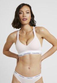 Calvin Klein Underwear - MODERN LIFT BRALETTE - Alustoppi - nymphs thigh - 0