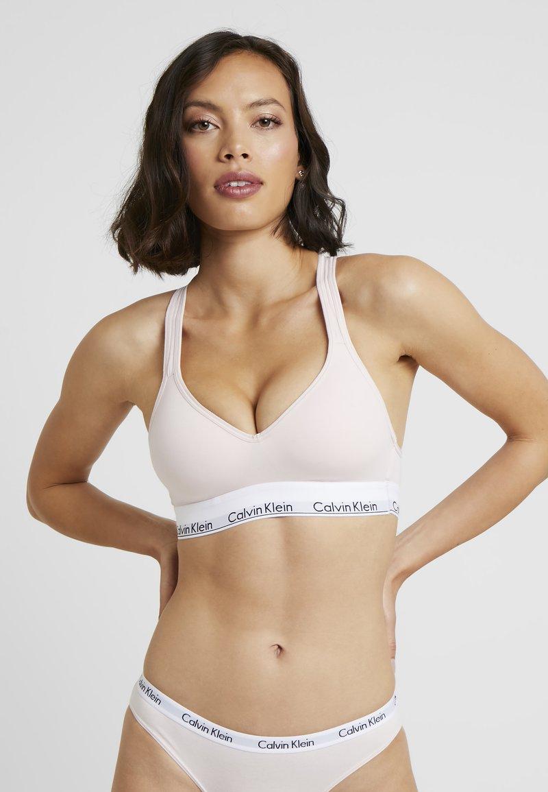 Calvin Klein Underwear - MODERN LIFT BRALETTE - Alustoppi - nymphs thigh