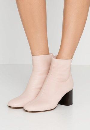 NADIA SOFT HEEL BOOT - Kotníkové boty - blush