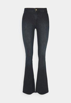 ONLBLUSH LIFE CLEAN - Flared Jeans - black denim