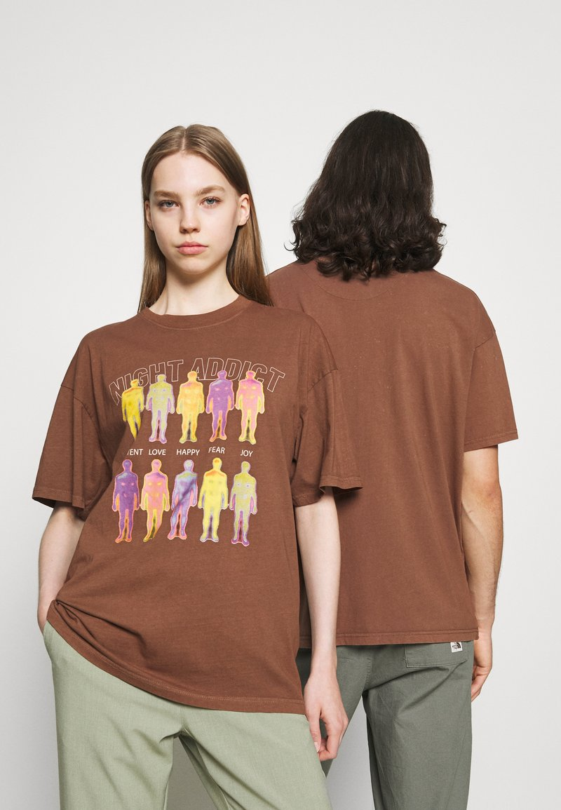 Night Addict - INFRA UNISEX - T-shirt z nadrukiem - brown/black acid wash