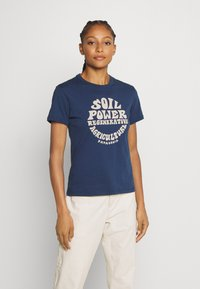 Patagonia - ROAD TO REGENERATIVE RINGER TEE - T-shirts med print - stone blue - 0