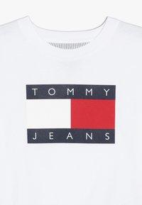 Tommy Hilfiger - GIRLS  - Triko spotiskem - classic white - 3