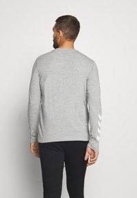 Hummel - HMLSIGGE - Langærmede T-shirts - grey melange - 2