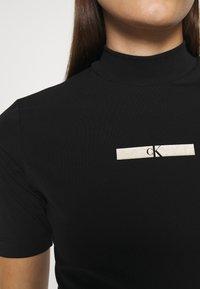 Calvin Klein Jeans - GOLD MICRO LOGO MOCK NECK TEE - Print T-shirt - black - 5