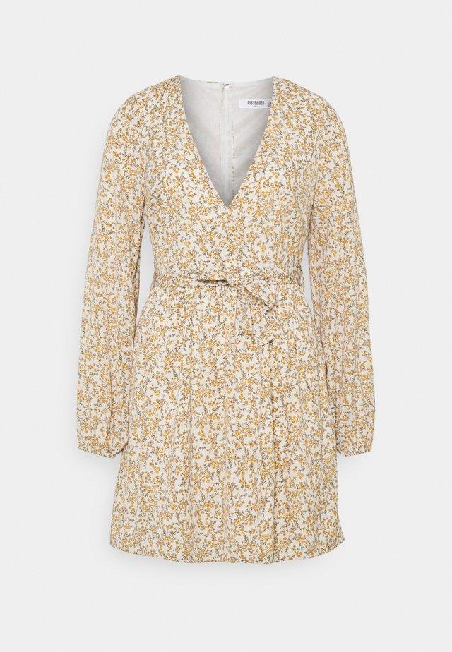 FLORAL BELTED WRAP FRONT SKATER DRESS - Sukienka letnia - cream