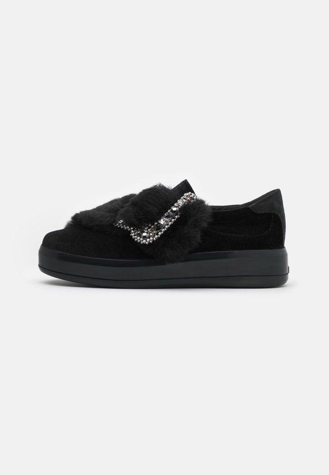 KIM - Slippers - black