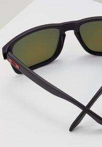 Oakley - HOLBROOK XL - Zonnebril - prizm ruby - 2