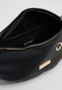 Spiral Bags - LABEL BUM BAG - Rumpetaske - black - 4