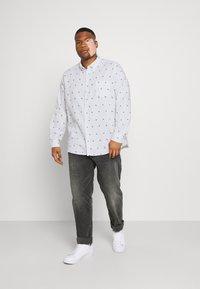 Johnny Bigg - FINLEY PRINT SHIRT - Shirt - white - 1