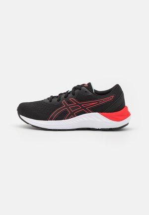 GEL-EXCITE 8 UNISEX - Hardloopschoenen neutraal - black/electric red