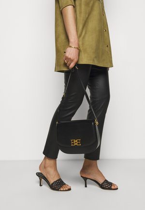 CHAIN CROSSBODY - Across body bag - black