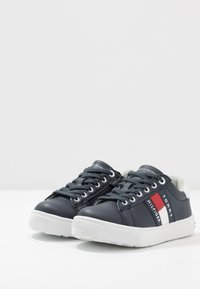 Tommy Hilfiger - Matalavartiset tennarit - blue/white - 3