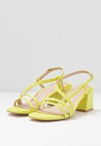 Tata Italia - Sandaalit nilkkaremmillä - yellow - 4