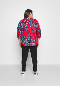 Tommy Hilfiger Curve - VOILE FLORAL BLOUSE - Camicetta - hot house/fireworks - 2