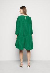 WEEKEND MaxMara - OMBRINA - Denní šaty - smaragdgrun - 2