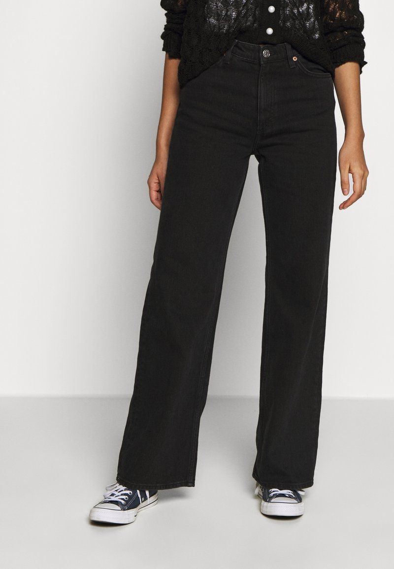Monki - YOKO - Straight leg jeans - black dark