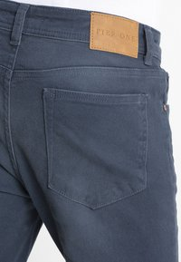 Pier One - COLOURED BARON - Slim fit jeans - dark blue - 3