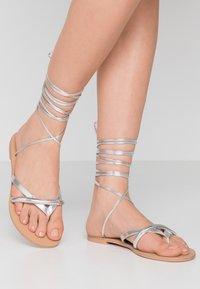 BEBO - BARE - Sandály s odděleným palcem - silver - 0