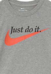 Nike Sportswear - PALATINO - T-shirt imprimé - grey heather - 3