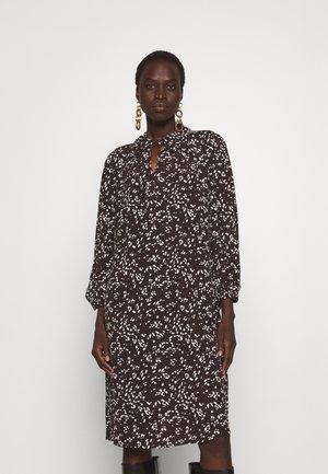 Denní šaty - onyx brown