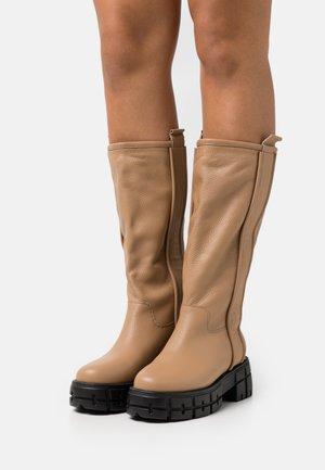 NEED YOU NOW - Platåstøvler - beige