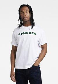 G-Star - FLOCK BOXY R T UNISEX  - Print T-shirt - dry jersey o white - 2