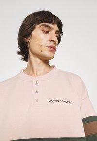 Martin Asbjørn - SAMUEL CREWNECK  - Sweatshirt - color block - 3