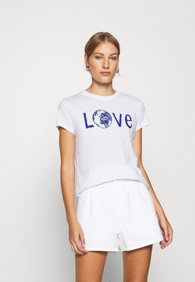 LOVE EARTH  - T-shirt z nadrukiem - white