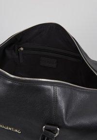 Valentino by Mario Valentino - WOLF  - Weekend bag - nero - 4