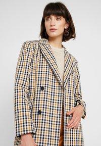 Second Female - WALLACE COAT - Zimní kabát - inca gold - 3