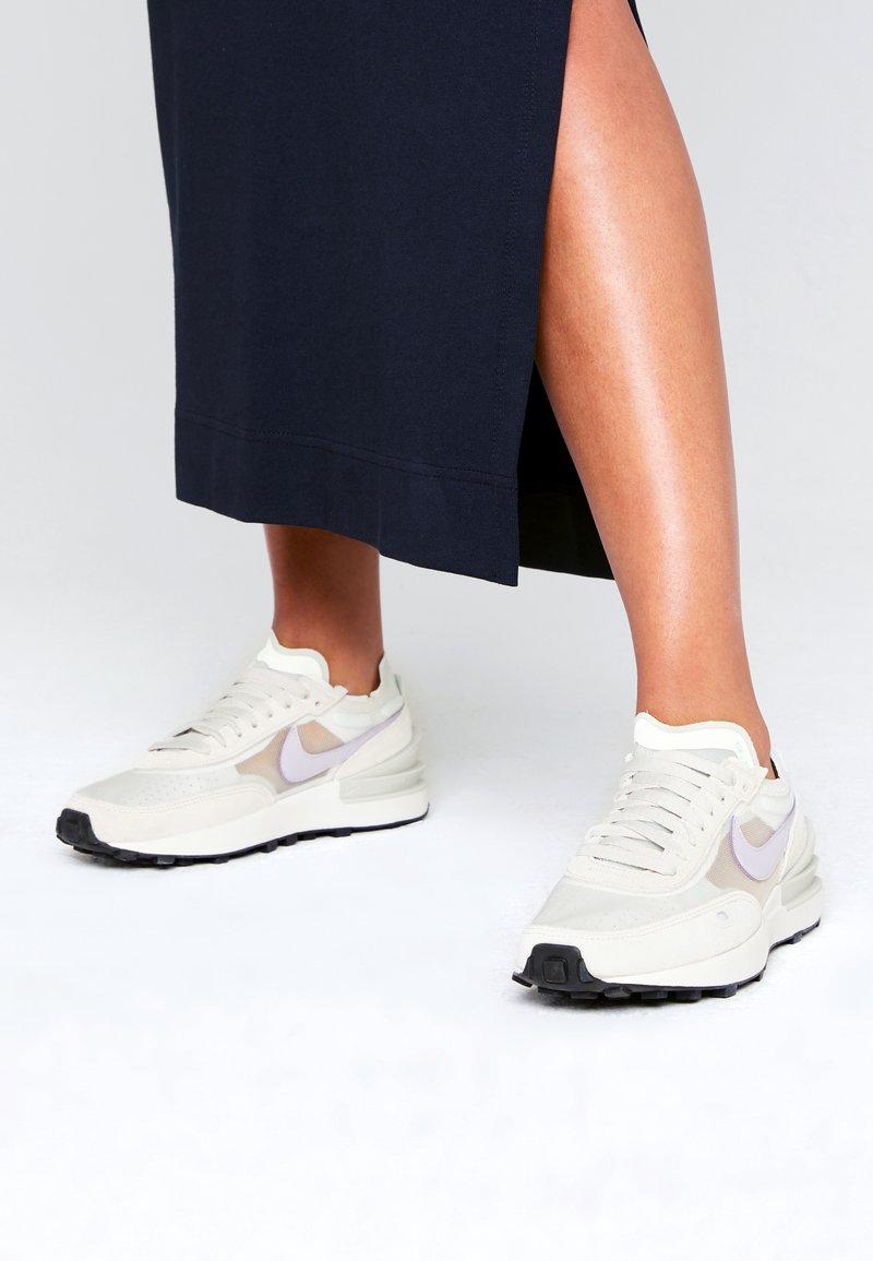 Nike Sportswear - WAFFLE ONE - Tenisky - summit white/infinite lilac/light bone/green glow