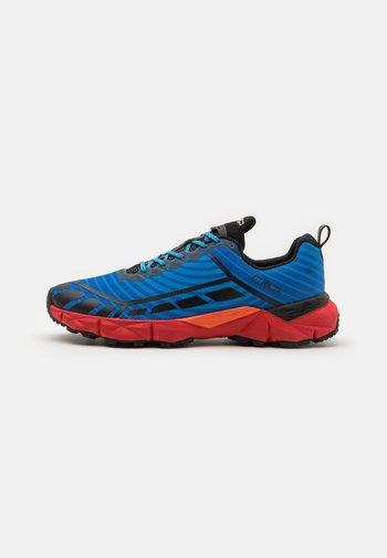 THIAKY TRAIL SHOE - Chaussures de running - regata