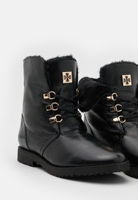 Högl - Lace-up ankle boots - schwarz - 5