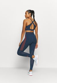 adidas Performance - TECHFIT STRIPES LONG - Medias - crew navy/crew red - 2