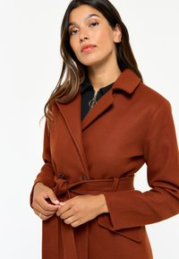 LolaLiza - WITH BELT - Trenchcoat - red - 3
