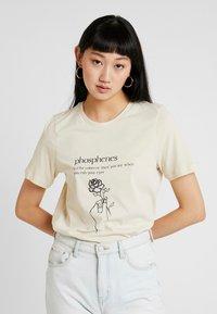 Vero Moda - VMKALOPSIA - Print T-shirt - oyster gray/phosphenes - 0