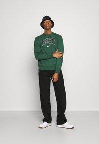 Nike Sportswear - RETRO CREW - Sweatshirt - noble green - 1