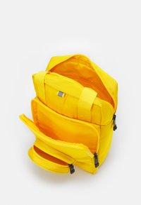 Lego Bags - BRICK 1X1 KIDS BACKPACK UNISEX - Rucksack - bright yellow - 2