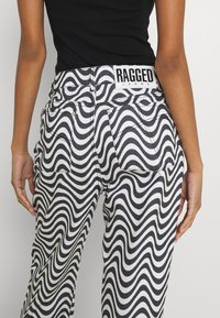 The Ragged Priest - WAVE - Džíny Relaxed Fit - white/black - 6